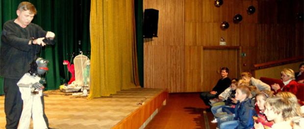 Ретроспективный кукольный спектакль «Эксклюзив марионетс» в РЦНК в Праге