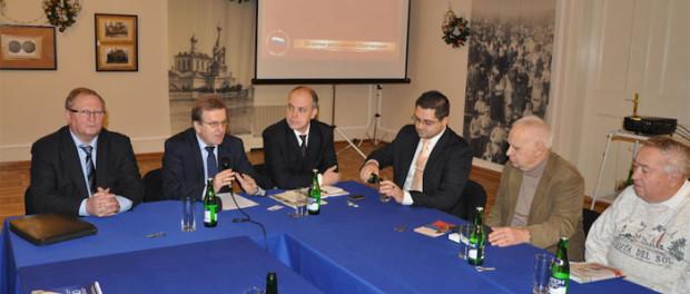 Kulatý stůl věnovaný 20. výročí Ústavy Ruské federace v RSVK v Praze