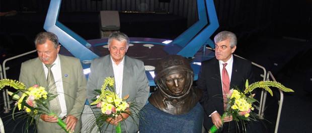 Odhalení busty Jurije Gagarina v Praze