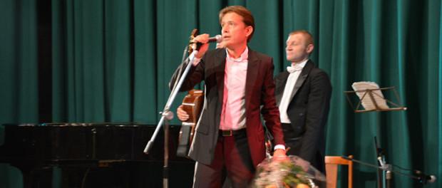 """Koncert """"Stříbrného hlasu Ruska"""" Olega Pogudina v RSVK v Praze"""