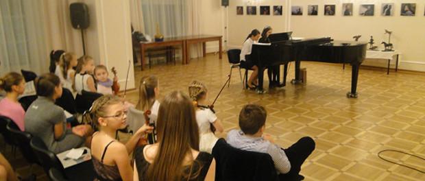 Koncert žáků Dětské hudební školy při Velvyslanectví RF v ČR v RSVK v Praze