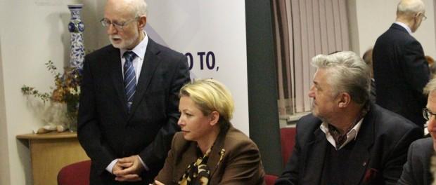"Kulatý stůl ""Národní a ekonomická diplomacie"" v Praze"