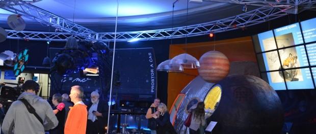 """V Planetáriu Praha byla zahájena výstava """"První ve vesmíru"""""""