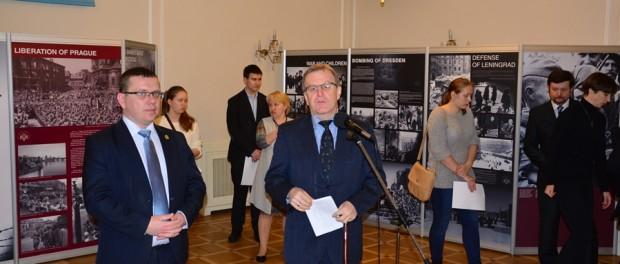 "Výstava  ""Pomni . . . Mir spas sovětskij soldat"" v RSVK v Praze"