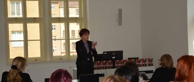 Выступление российской писательницы Елены Чижовой В Масариковом университете в городе Брно