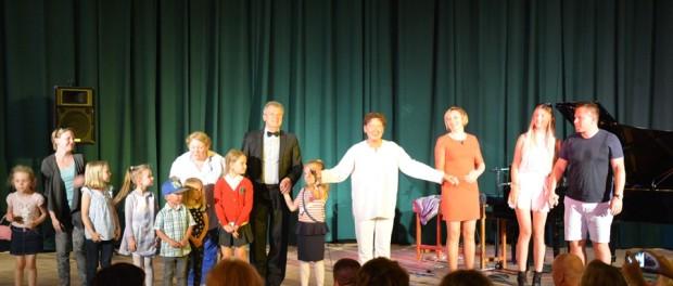Праздничный концерт «В деревне Ежики» в РЦНК в Праге