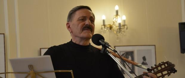 Выступление барда Анатолия Марынкина в РЦНК в Праге.