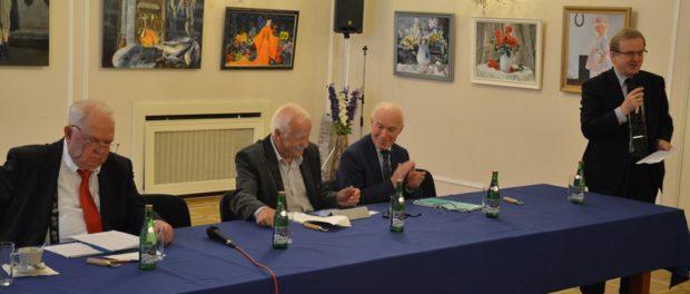"""Kulatý stůl na téma """"Islámský stát: geneze a podstata. Vliv na geopolitickou situaci v regionu"""" v RSVK v Praze"""