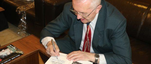 Накануне Дня Победы в РЦНК прошла презентация книги воспоминаний генерала Мирослава Вацека «Всю жизнь в одном строю»