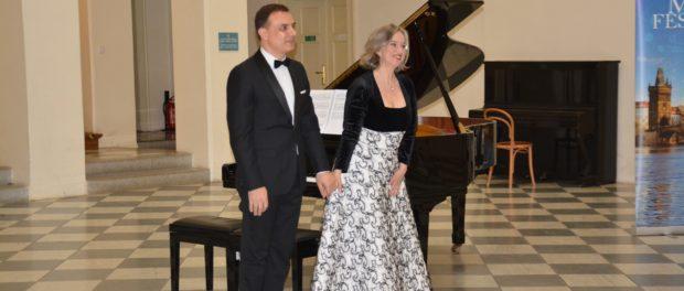 """Koncert klavírního dua ze Španělska """"Carles a Sofia"""" v Českém muzeu hudby"""