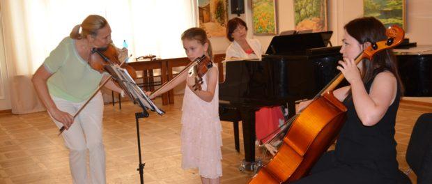 Концерт учеников студии скрипки в РЦНК в Праге