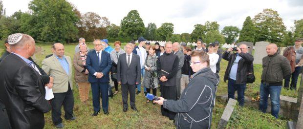Vzpomínková akce u hrobů 21 rudoarmějců na židovském hřbitově v Teplicích