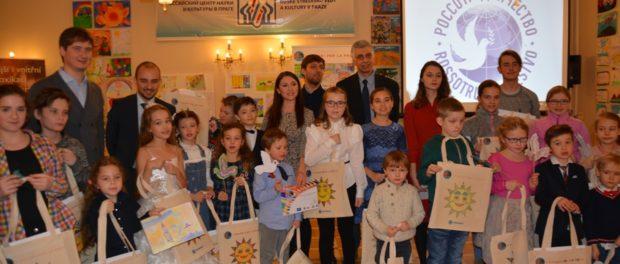 """Mezinárodní projekt """"Barvy míru"""" byl představen v RSVK v Praze"""