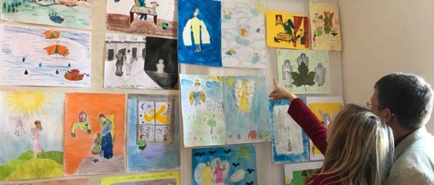 Выставка «Ангелы мира» открылась в Карловых Варах