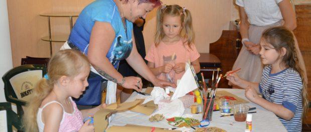 Мастер-класс для детей «Крафтовая игрушка» прошёл в РЦНК в Праге