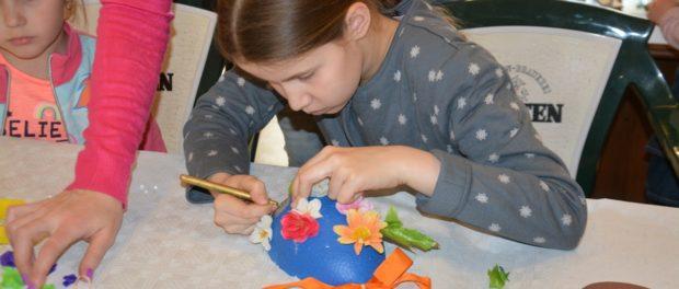 Мастер-класс для детей «Моя первая пасхальная декорация» прошёл в РЦНК в Праге