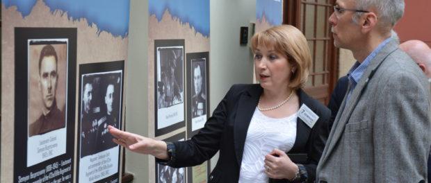 Выставка «Холокост: уничтожение, освобождение, спасение» открылась в библиотеке Парламента Чехии