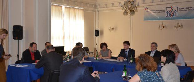 Kulatý stůl o osvobození zajatců koncentračních táborů během Druhé světové války vRSVK v Praze