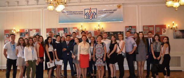 Studenti Ruské akademie národního hospodářství a státní služby v RSVK v Praze