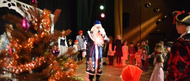 Премьера спектакля «Новогодние приключения Деда Мороза» на сцене РЦНК в Праге