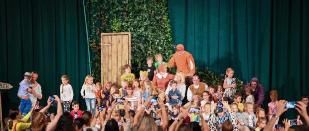 Премьера детского спектакля «Мама, папа, братья ГРИММ» прошла в РЦНК в Праге