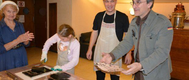 Выставка «Русский народный костюм в миниатюре» открылась в Праге