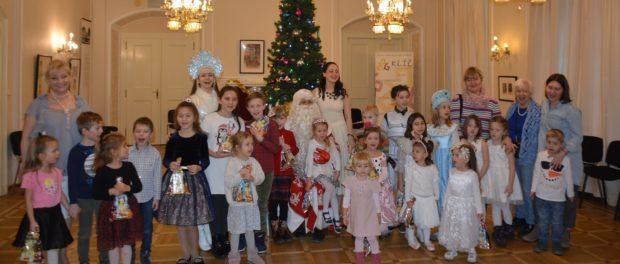 Международная новогодняя елка для школьников состоялась в Праге