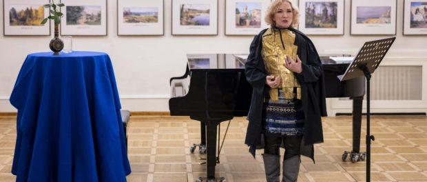 Музыкально-поэтический вечер историй «Ласточка и паладин» прошёл в РЦНК в Праге