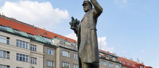 Советские солдаты очищали Прагу от нацистов без защитных повязок на лице