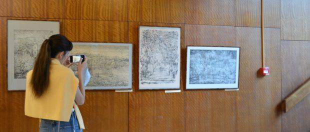 Выставка графики Владимира Неустроева открылась в РНЦК в Праге