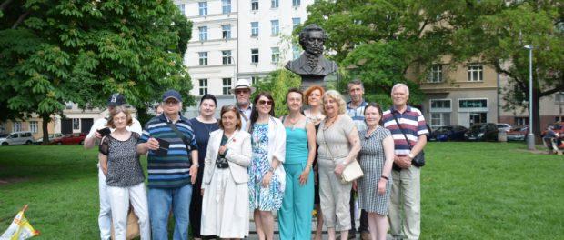 У бюста Пушкину в Праге прошел Пушкинский день России